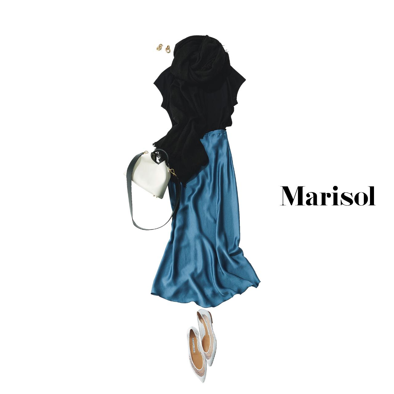 40代ファッション  黒カットソー×ブルースカートコーデ