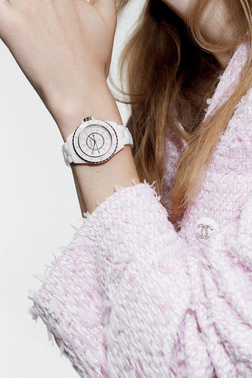 シャネルJ12時計着用イメージ横