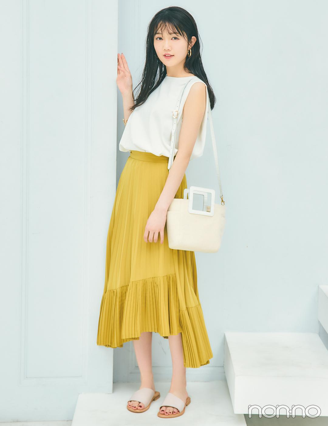 シンプルなのにしゃれ見え! アシメデザインのスカートでひとひねり【毎日コーデ】