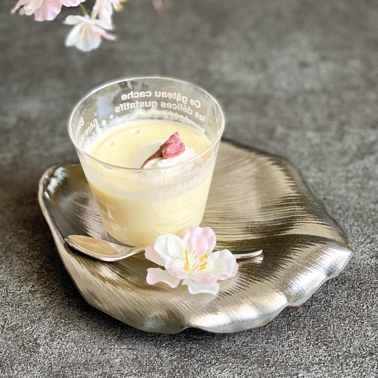 ミルクプリンと木蓮花弁皿