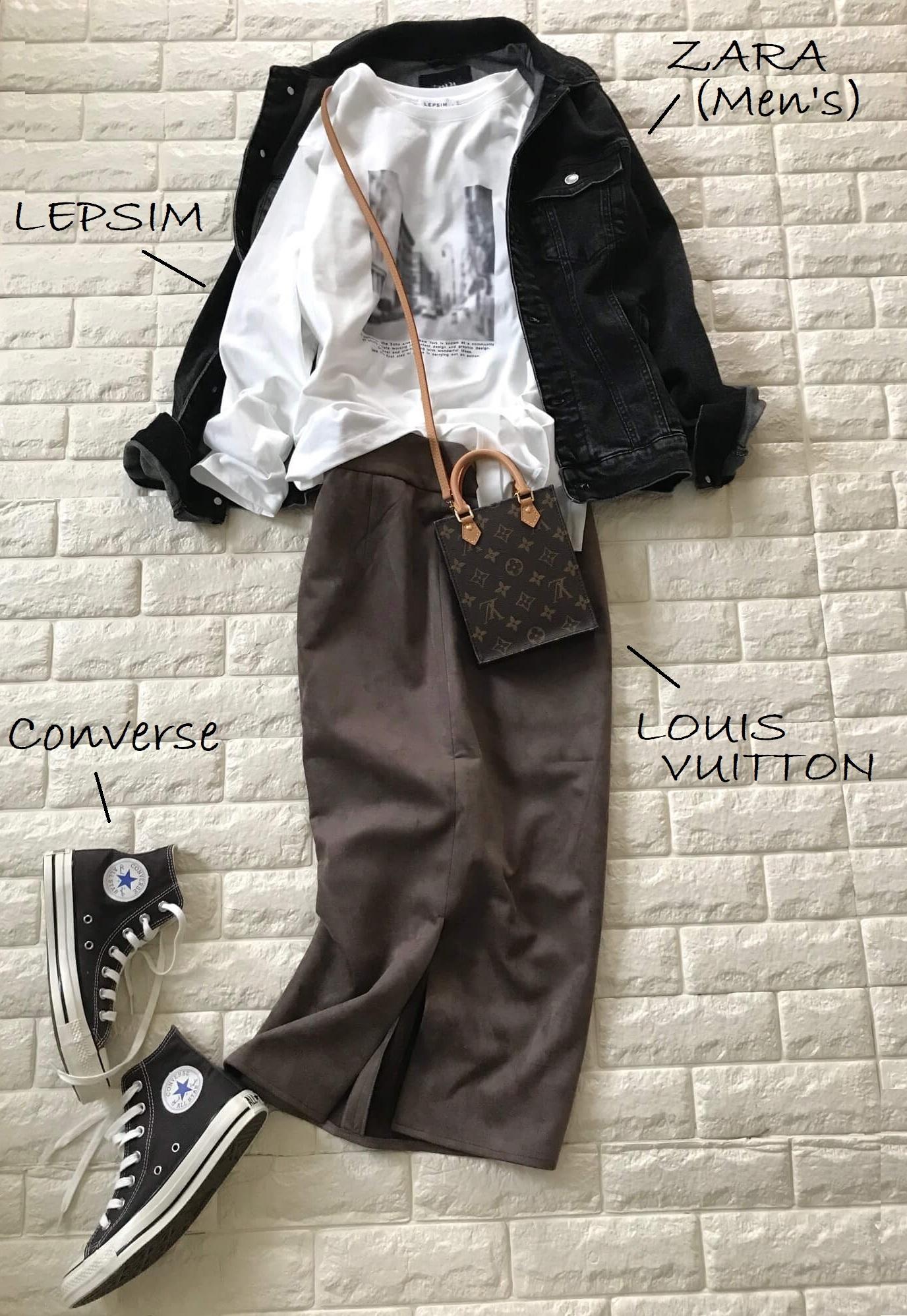 VISのスカートとロングTシャツを合わせたコーデ