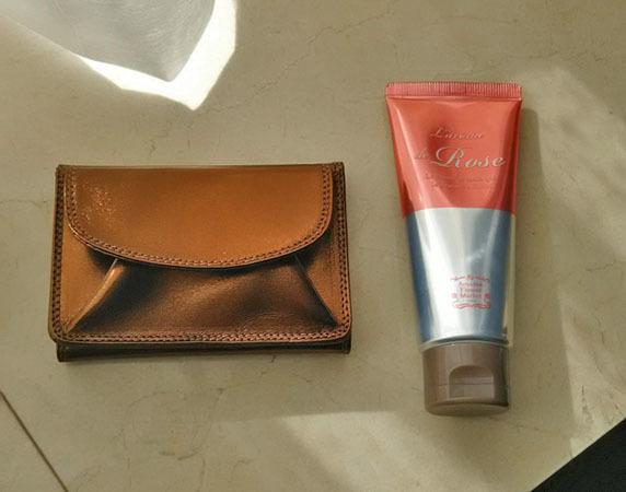 和光のロングセラー、極小三つ折財布で大人女子のたしなみ度をUP_1_2