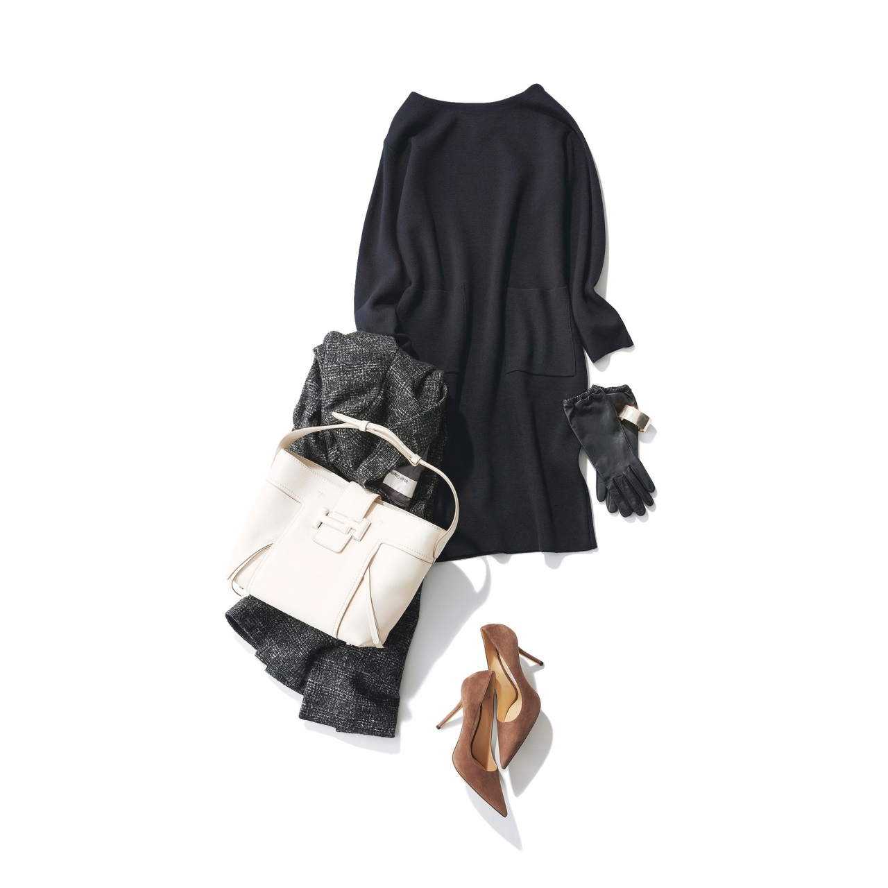 ファッション レディ度高めの黒ニットワンピースコーデ