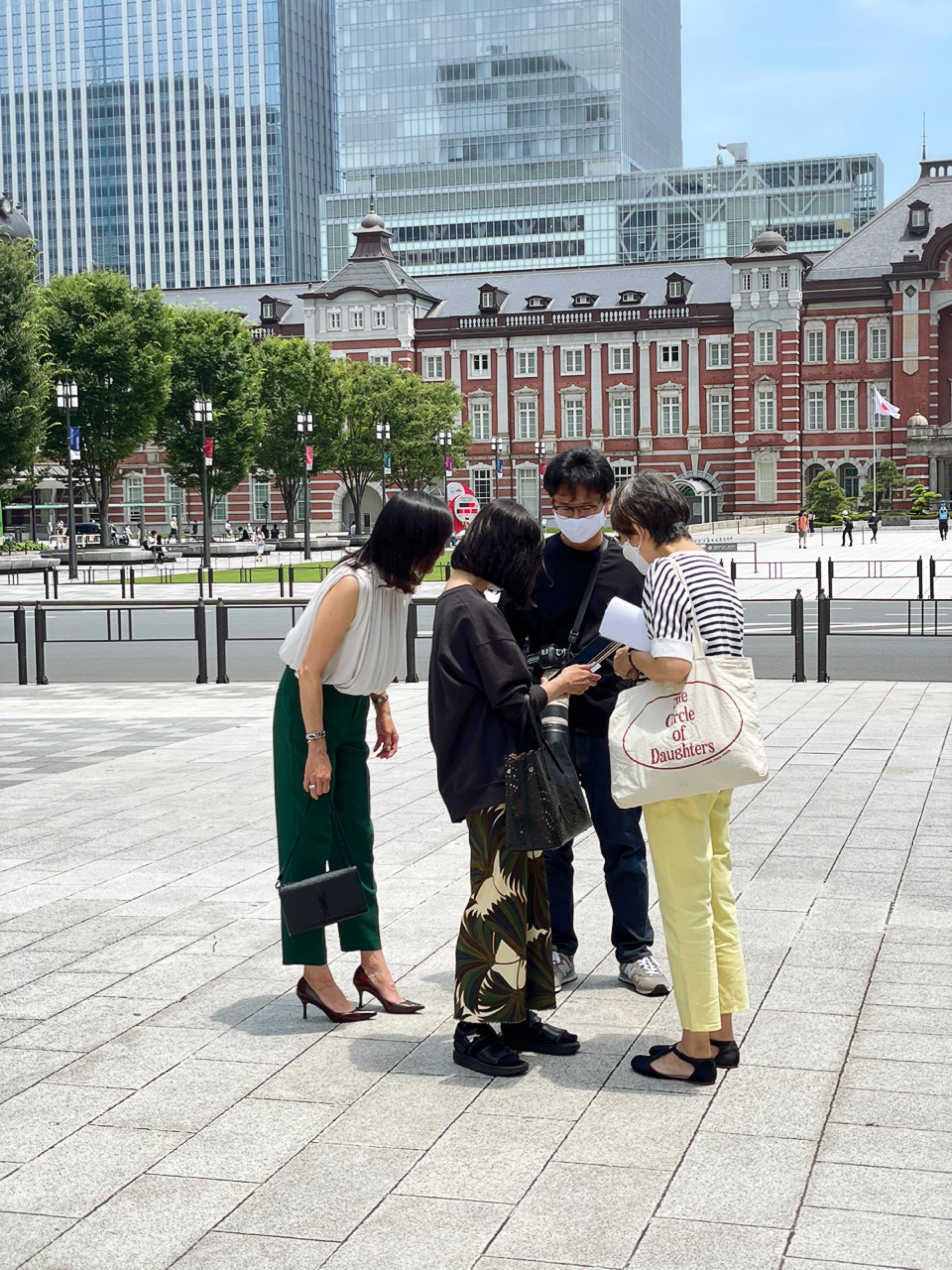 「女友達と会う日のコーデ」がテーマ。撮影ショット&オフショット。_1_1-4
