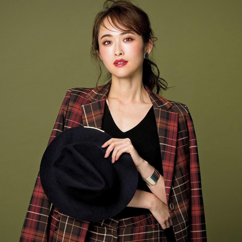 マニッシュな服に新色コスメを合わせて、最高にフェミニンな秋メイクはいかが?_1_1