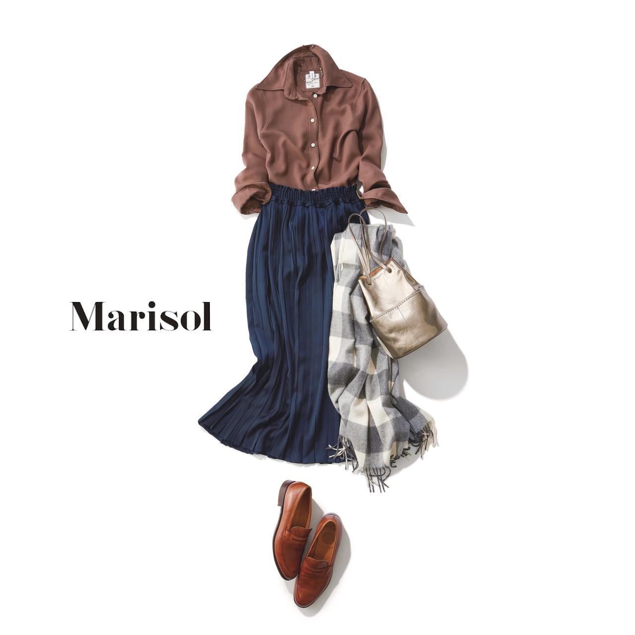 ファッション ブラウンシャツ×ネイビープリーツスカートコーデ