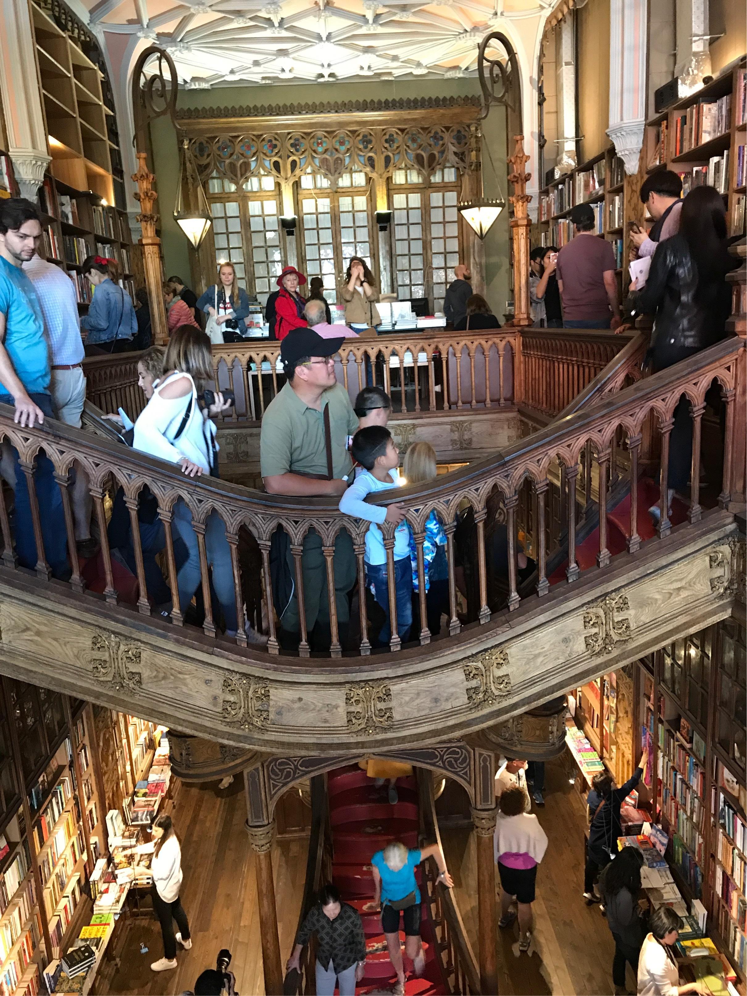 ポルトガルへ行って来ました〜世界一美しい書店編〜_1_3-1