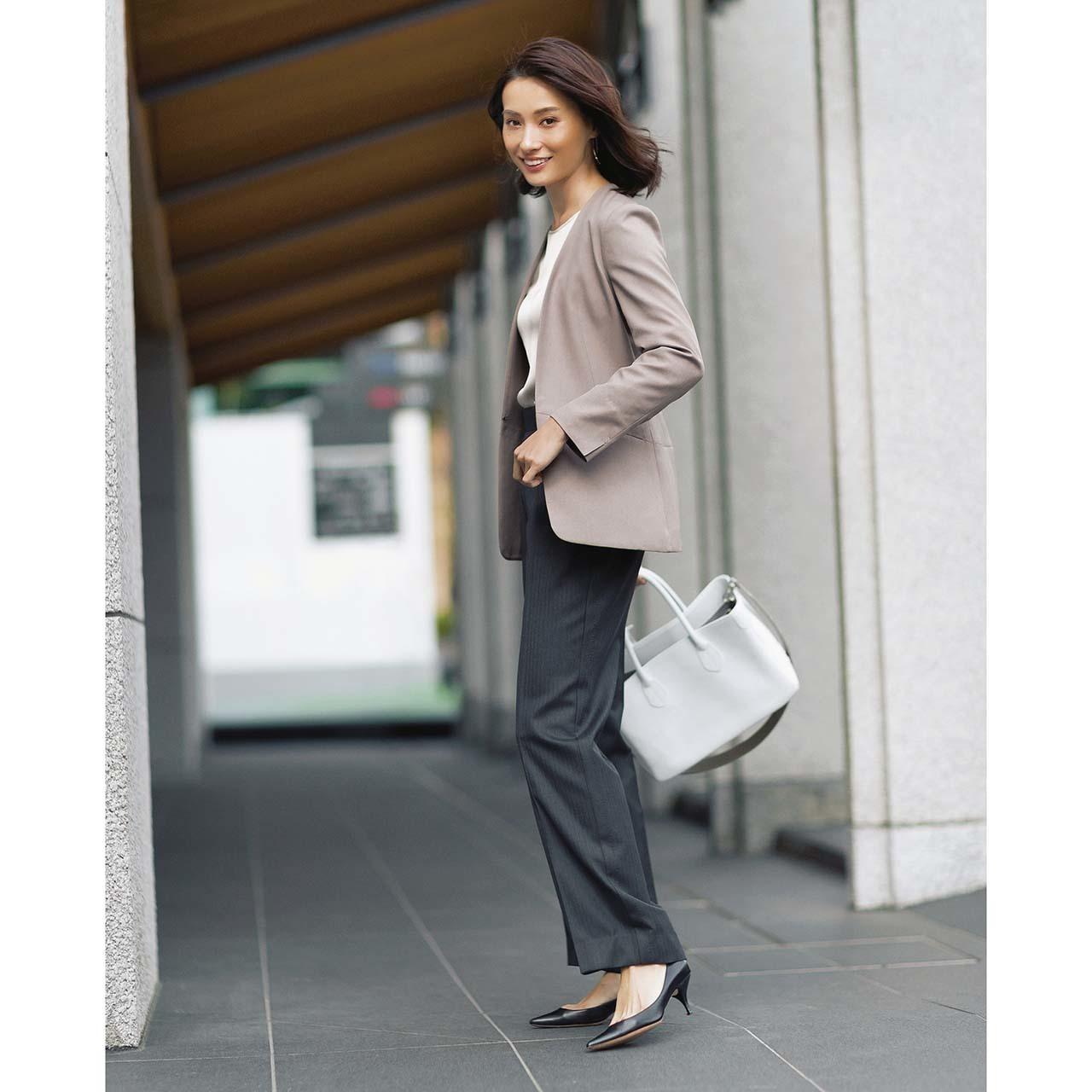 ノーカラージャケット×パンツのファッションコーデ