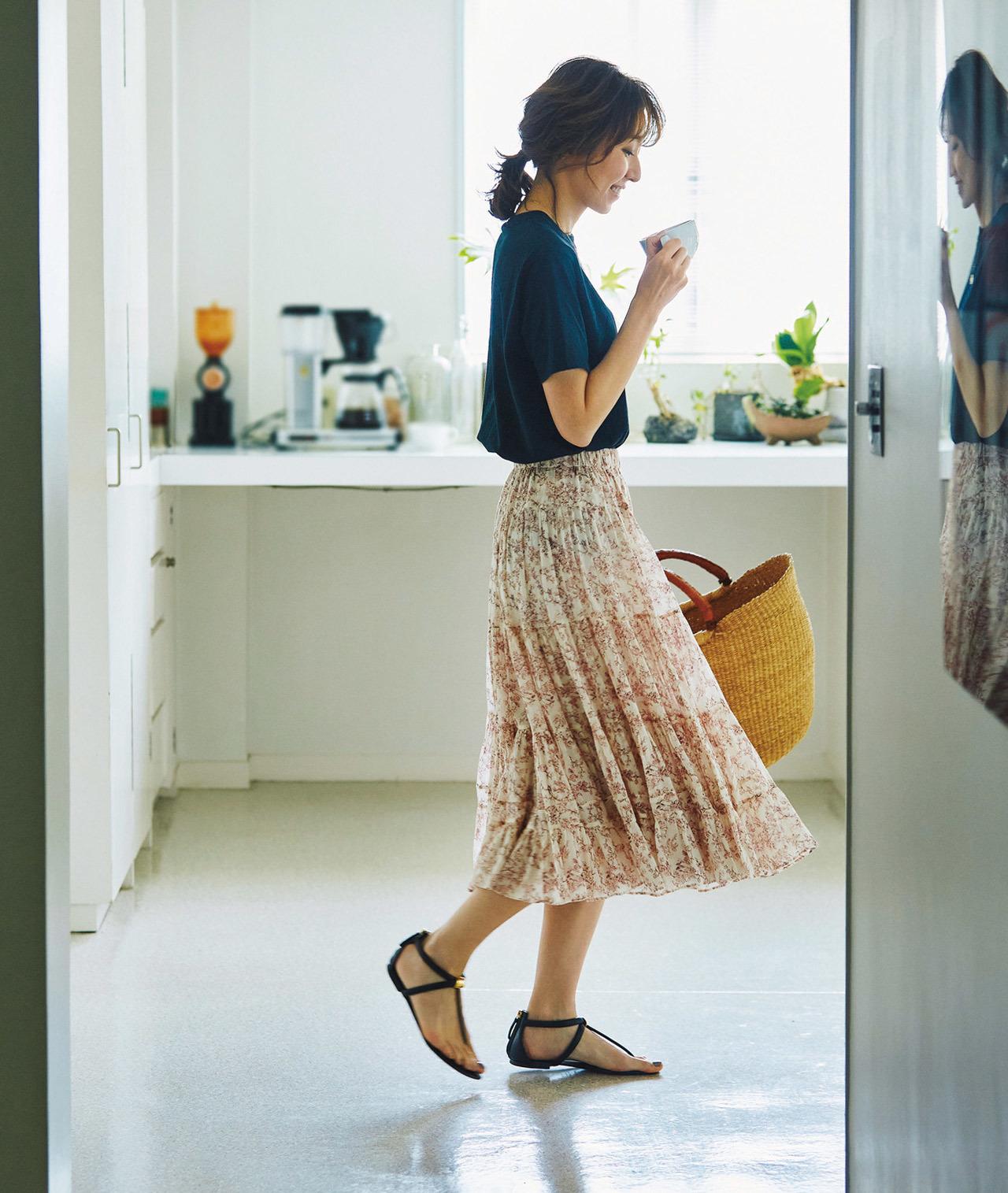 磯部安伽 花柄スカートとTシャツのコーデ