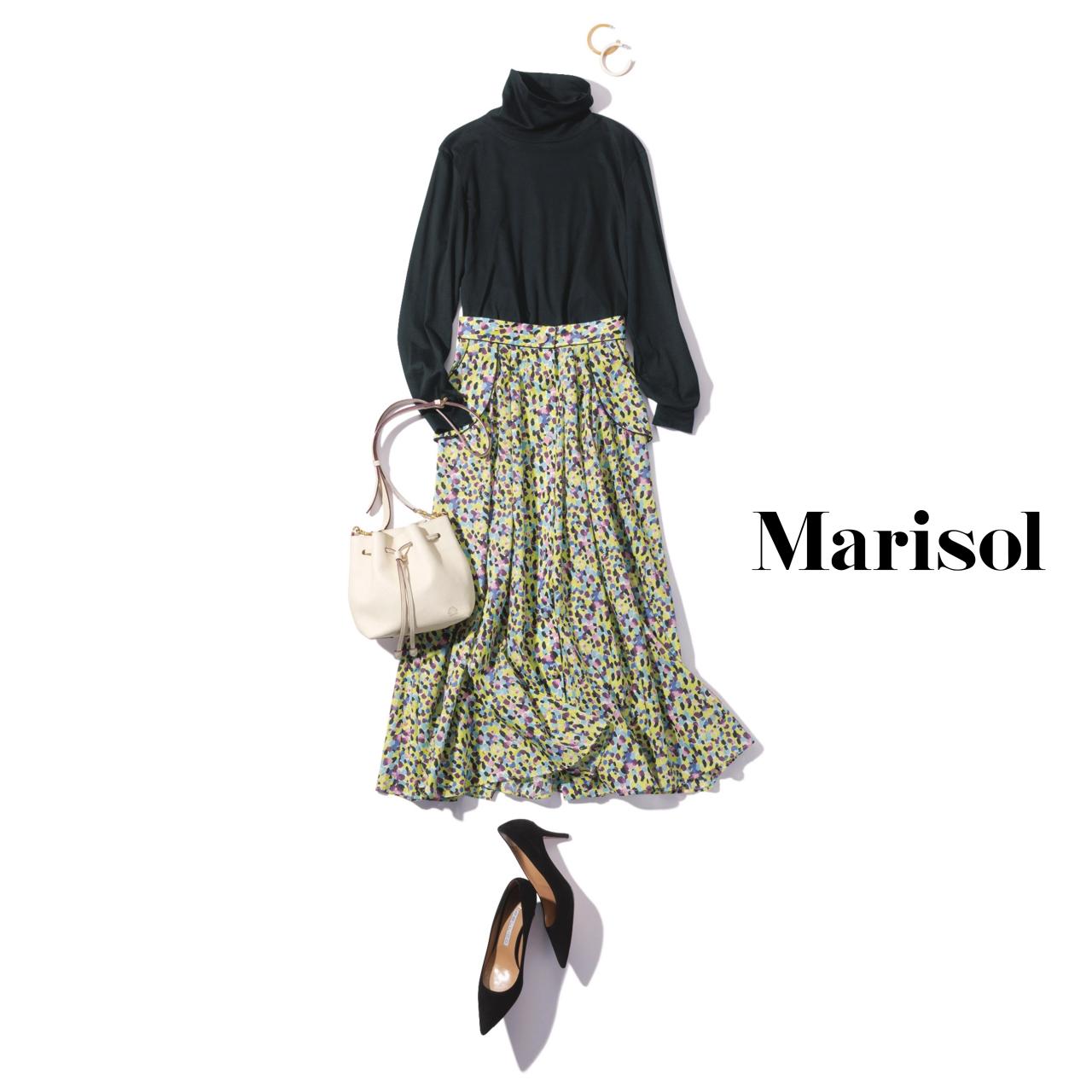 40代ファッション 黒タートルネック×柄ロングスカートコーデ