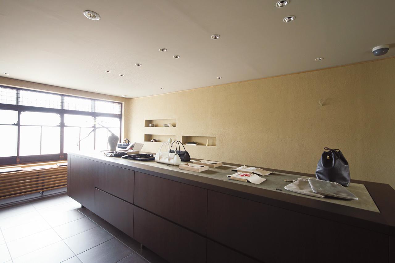 日本人の所作に添い心を包む革小物 緙室(かわむろ) s e n_1_2