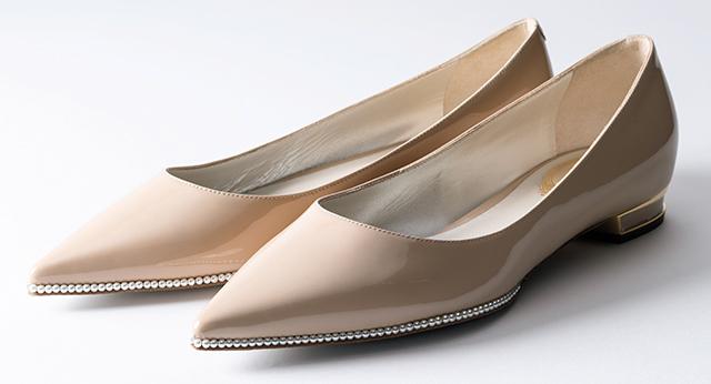 まるでジュエリーのようなレネカオヴィラのフラット靴