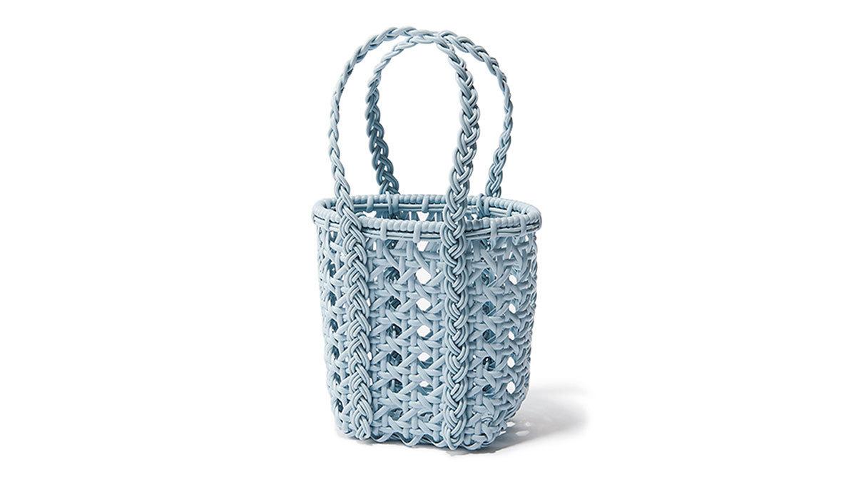 BEMBIENのブルーマイクロミニかごバッグ
