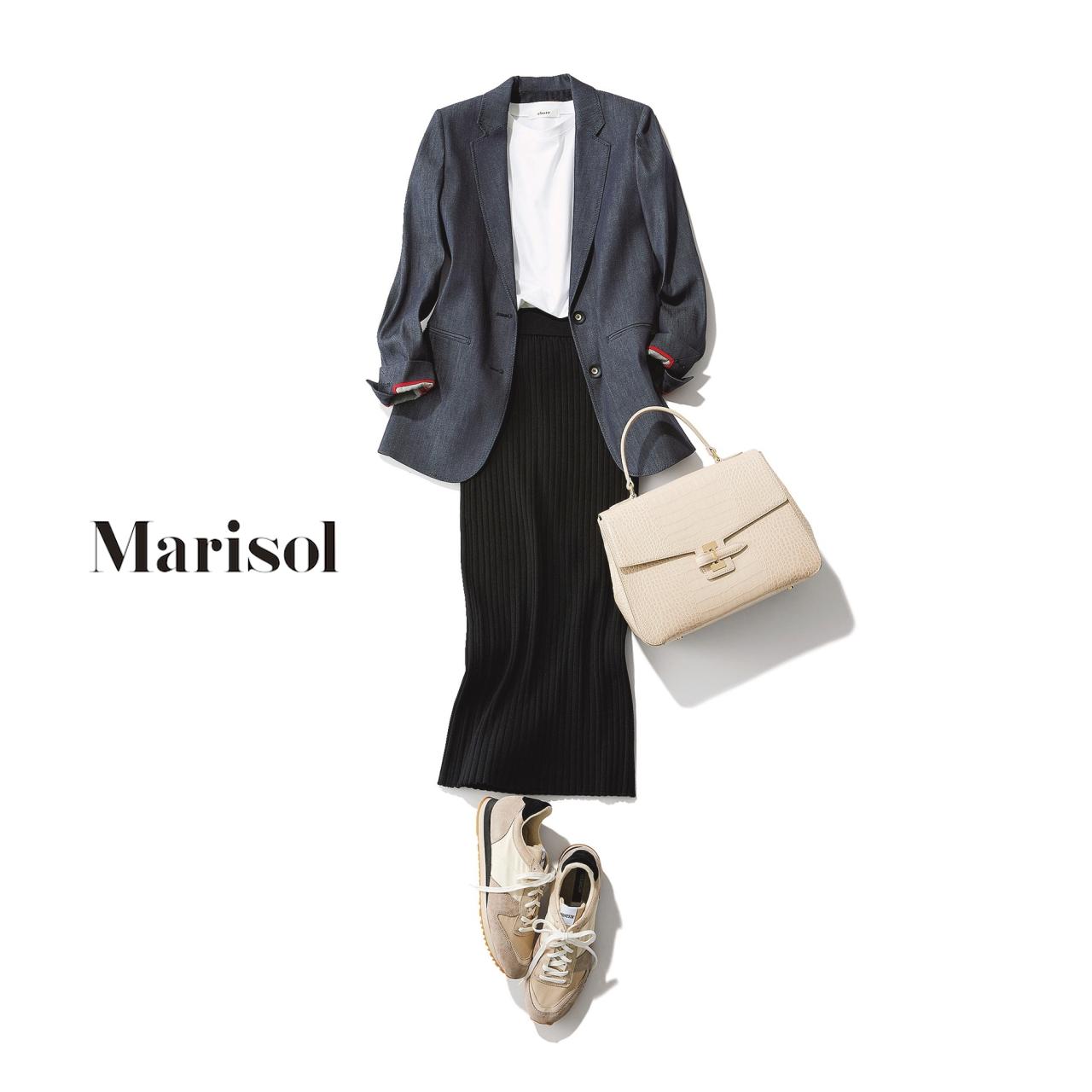 40代ファッション Tシャツ×ジャケット×黒ロングスカートコーデ