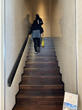 屋上テラスへ続く階段