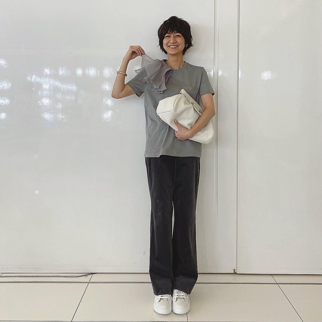 [富岡佳子private life] 表紙衣装_1_1