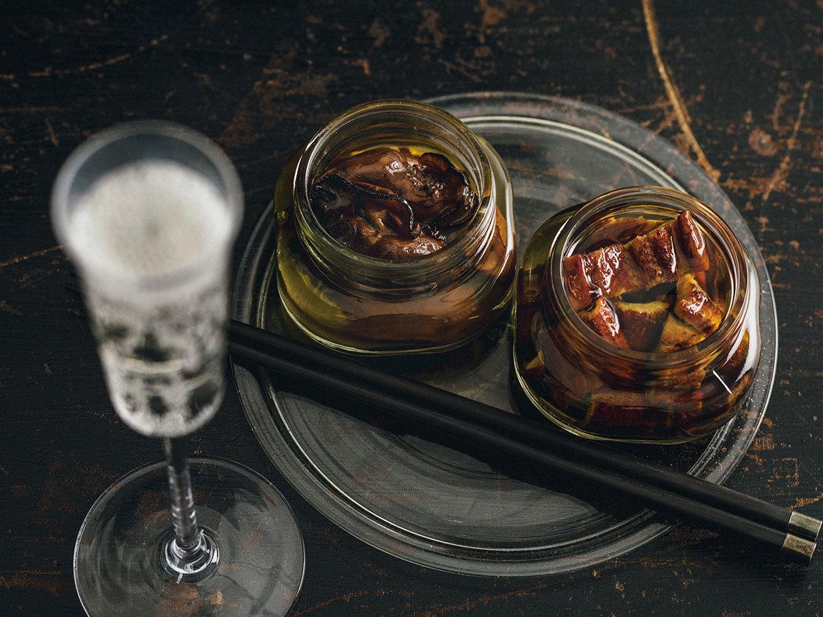 「マリンスター」の─煙にまかれて─牡蠣の燻製と穴子の燻製、オリーブオイル漬け