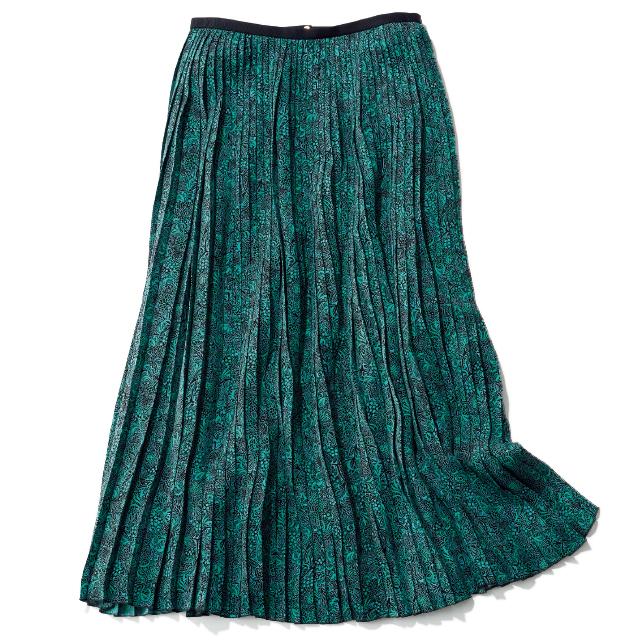 無地に見えるようなこまやかな柄のスカート