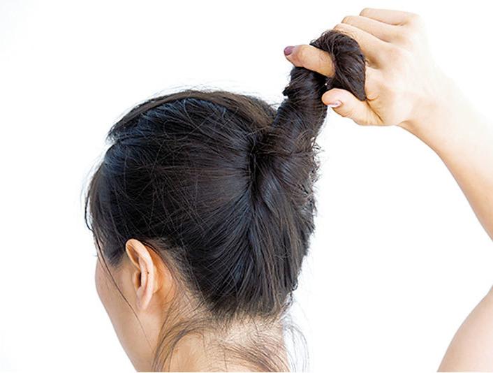 抜け感ウェーブをつくるヘアアレンジ術1