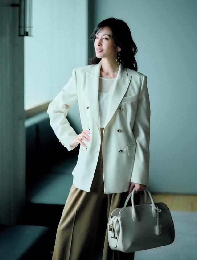 上質素材で顔映えするマックス マーラのテーラードジャケット