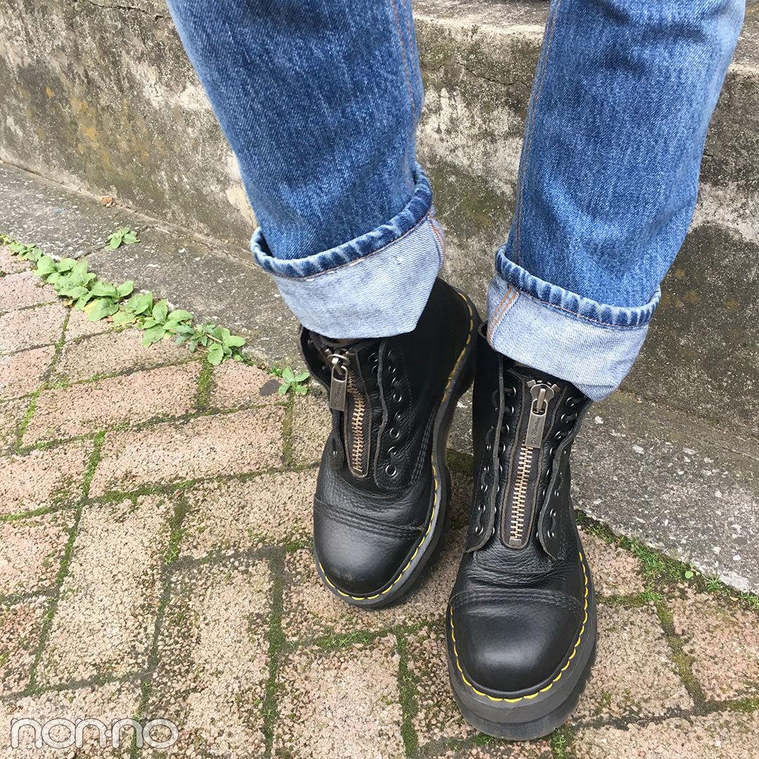 新木優子のデニムコーデはドクターマーチンのブーツ&ロエベのバッグがカギ!【モデルの私服】_1_2-2