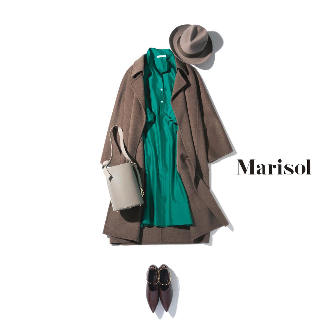 40代ファッション 艶ありグリーンワンピース×ブラウンコートコーデ