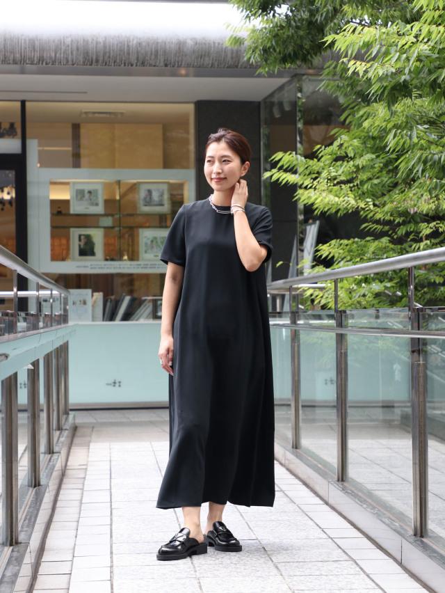 【真夏こそ映える黒コーデ】重たく見えず、シックに決まるアラフォーの黒コーデまとめ|40代ファッション_1_21