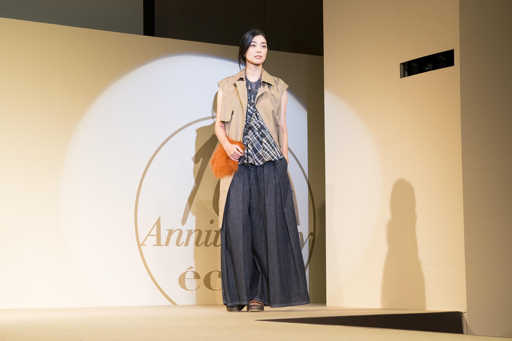 エクラモデルによる、あの人気ブランドのショーを目の前で! ファッションフロアショー_1_1-2