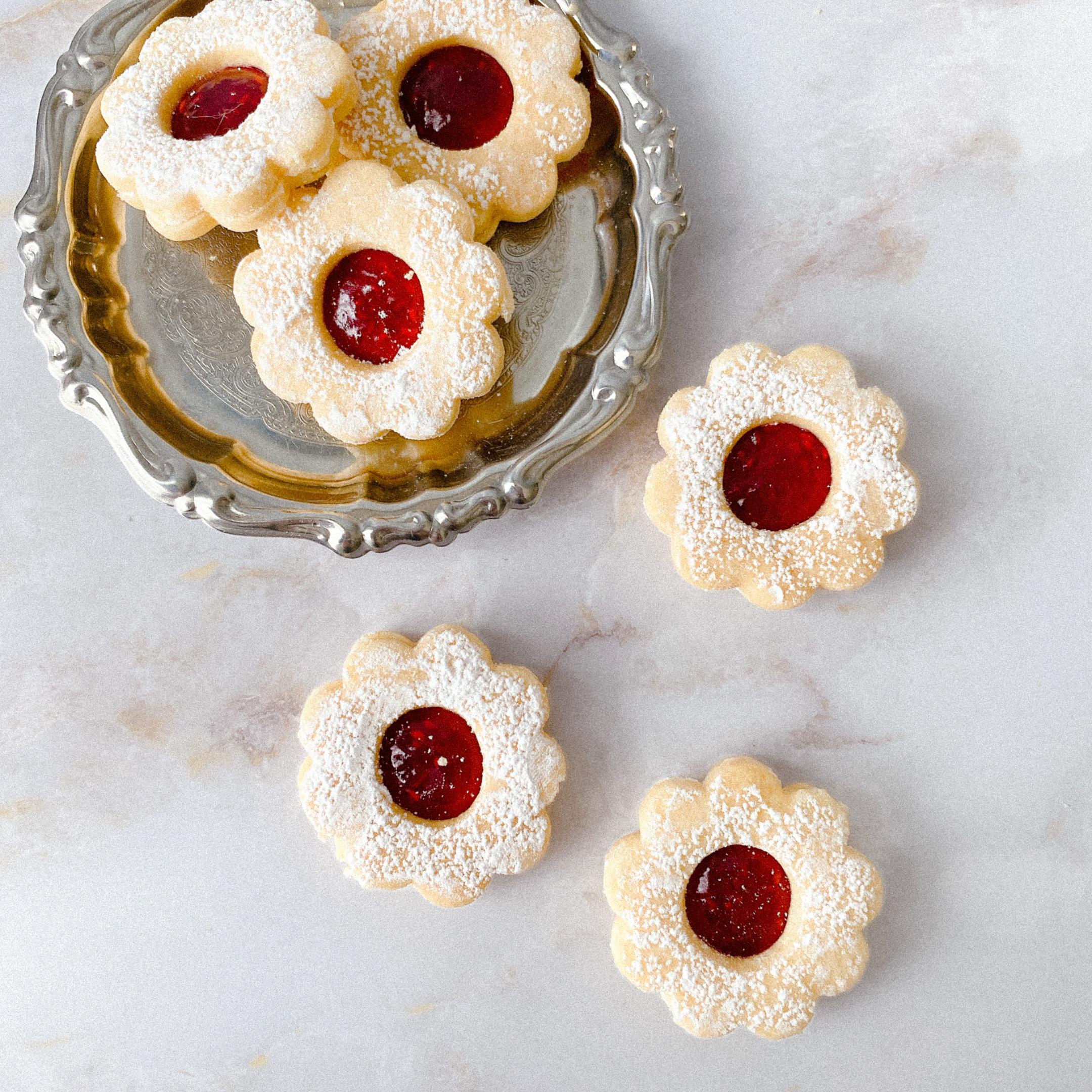 本店でしか手に入らない! マールブランシュのお花型クッキー「手作りジャムのデザートクッキー」は、プレゼントにもおすすめ