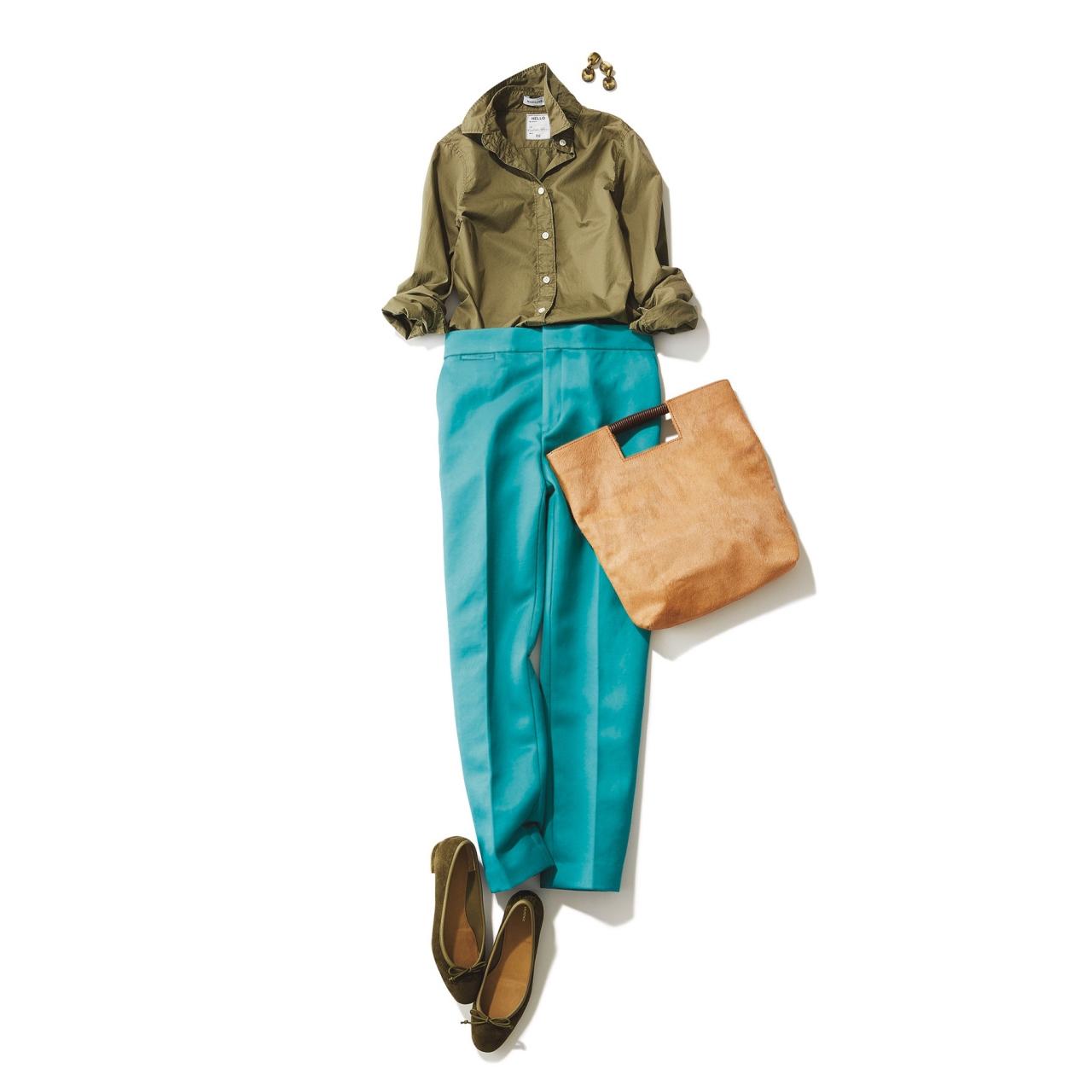 カーキシャツ×エメラルドグリーンパンツのファッションコーデ