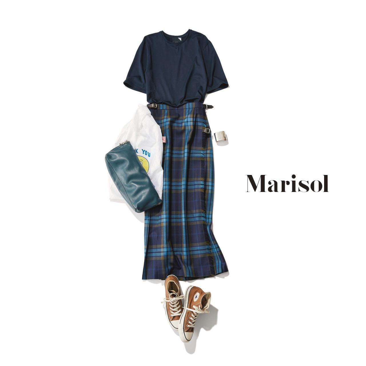 40代ファッション ネイビーTシャツ×チェック柄スカートコーデ