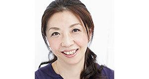 <p><b>美容エディター・山崎敦子さん</b><br>女性誌や美容誌などの美容記事を担当することが多くなって、早◯十年。目もとのくすみ、顔全体にたるみ、シワなどエイジングと格闘中</p>