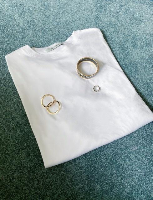 シルエットが綺麗なのに、体型がカバーできるナノユニバースのTシャツ_1_4