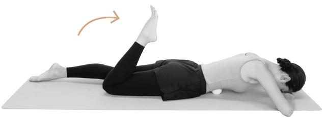 右脚の曲げ伸ばしをゆっくり10回行う