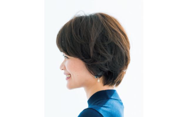 立体感のあるひし形フォルムでヘアとフェイスラインの美しさを引き出すスタイルのサイド
