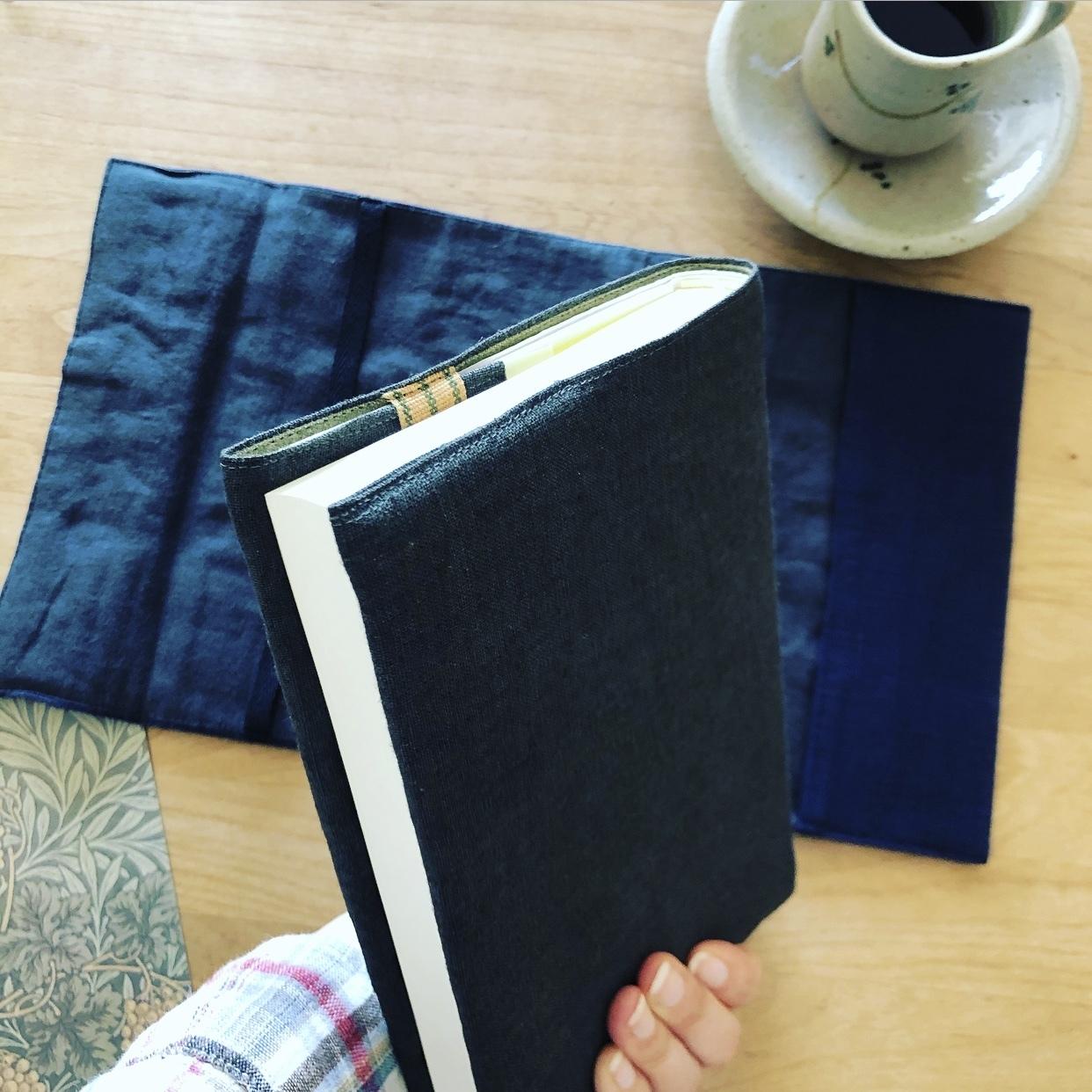 余り布でブックカバー作り