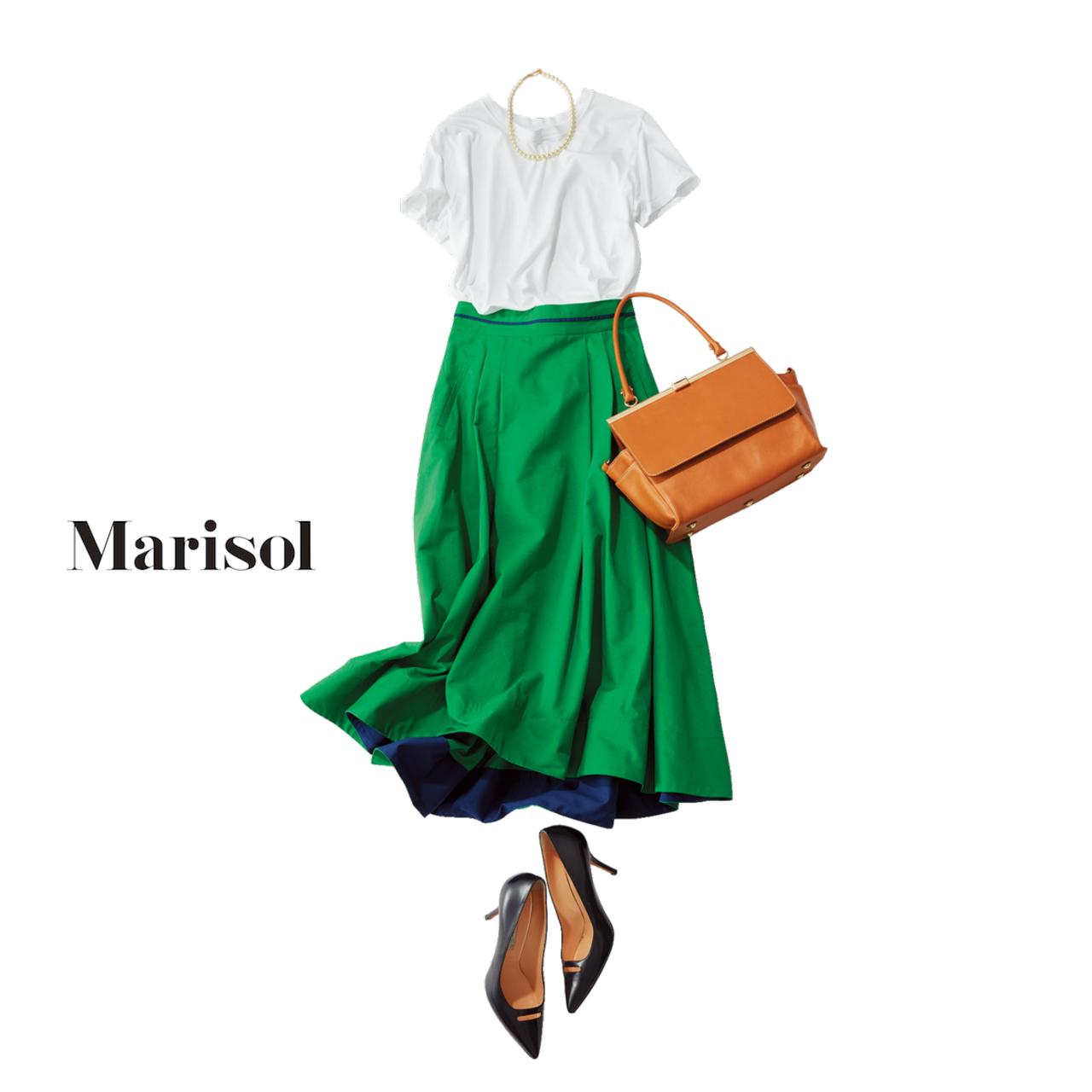 シンプルな白Tシャツ×グリーンスカートコーデ