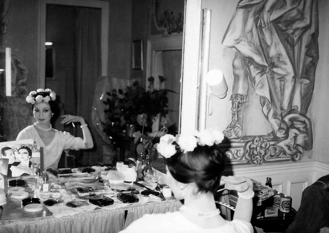 '82年、パリ・オペラ座に日本人として初出演。プリマバレリーナだけが与えられる個室の楽屋にて。