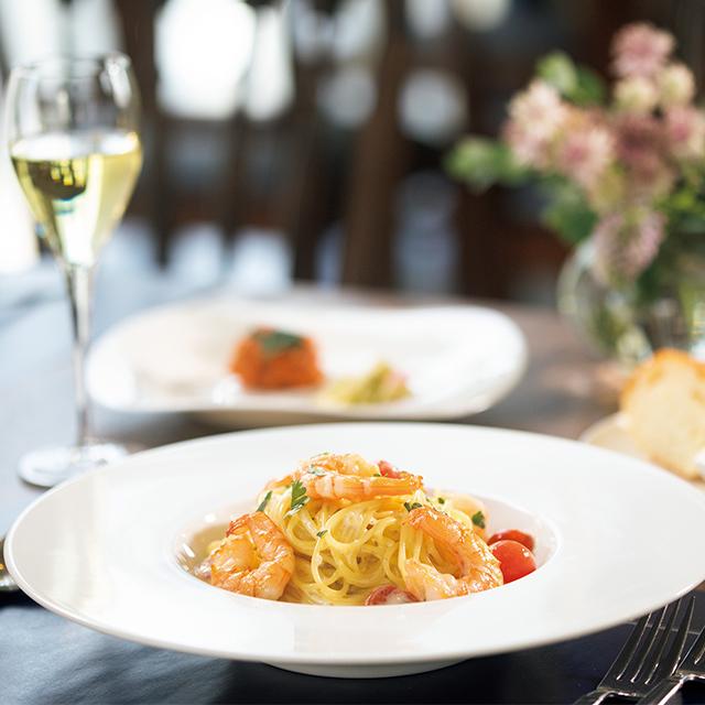 ランチは週2回メニューが替わる。ディナーは 産直フェアなどの季節食材イベントも定期的に開催