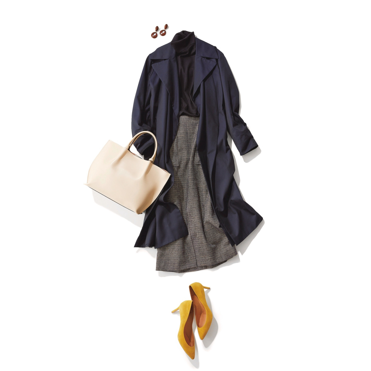 ネイビーのトレンチコート×黒ニット&タイトスカートのファッションコーデ