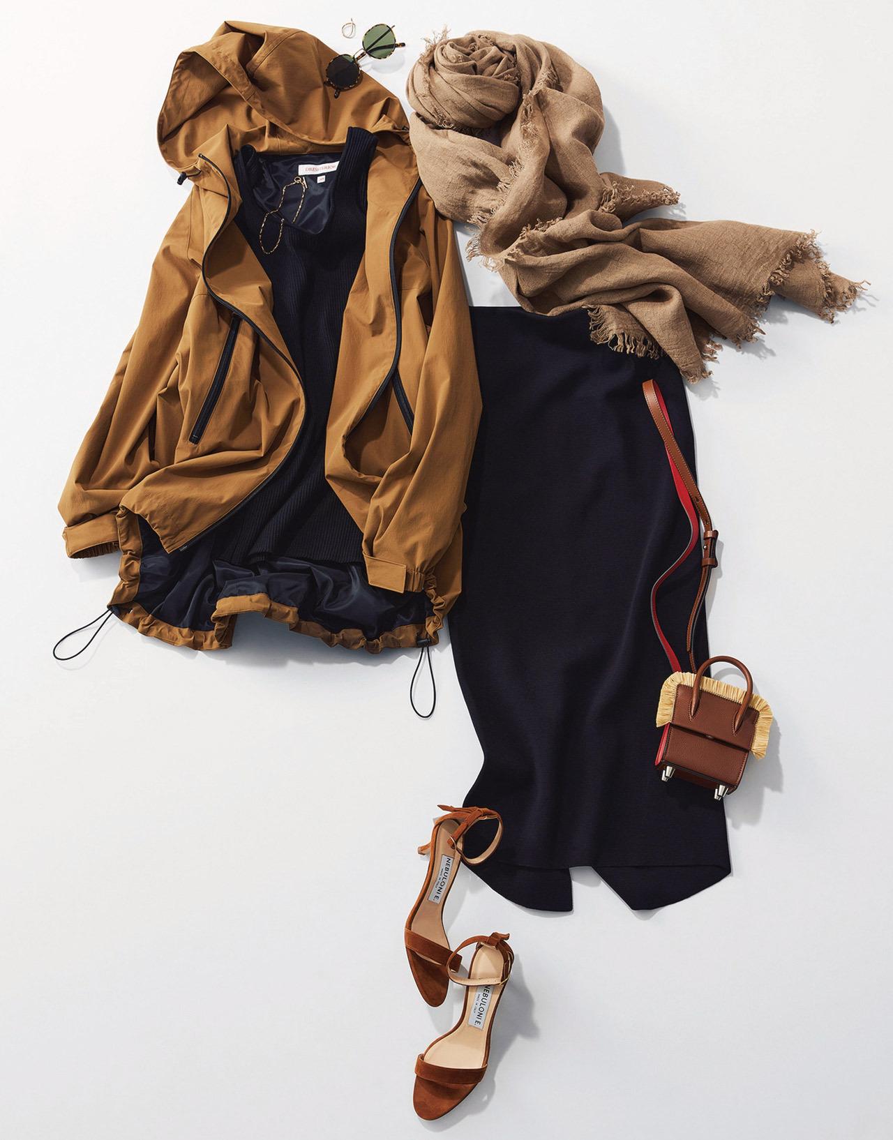黒のタイトスカート×ブルゾン×ストールコーデ