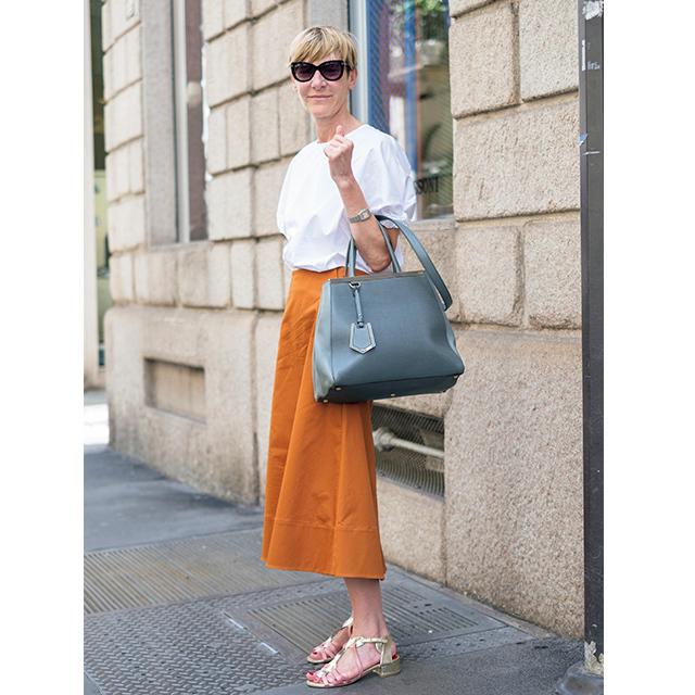 ひねりの効いたデザインが印象的! パリ&ミラノのマダム「白トップスコーデ」 五選_1_1-5