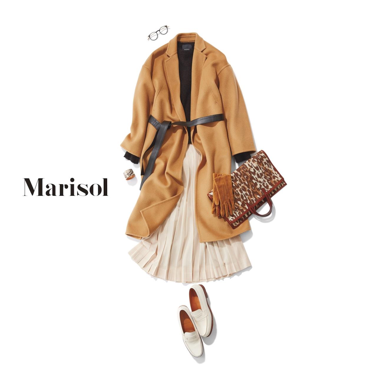 40代ファッション キャメルコート×黒ニット×白プリーツスカートコーデ