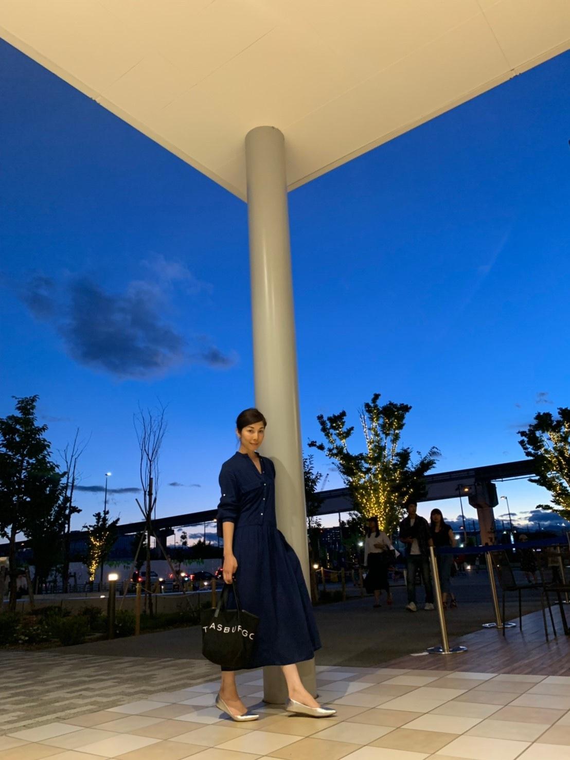 藍色の夕空と、藍色のワンピース_1_1