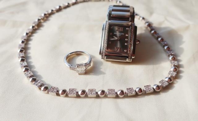 ブルガリ ネックレス ダイヤリング エメラルドカット