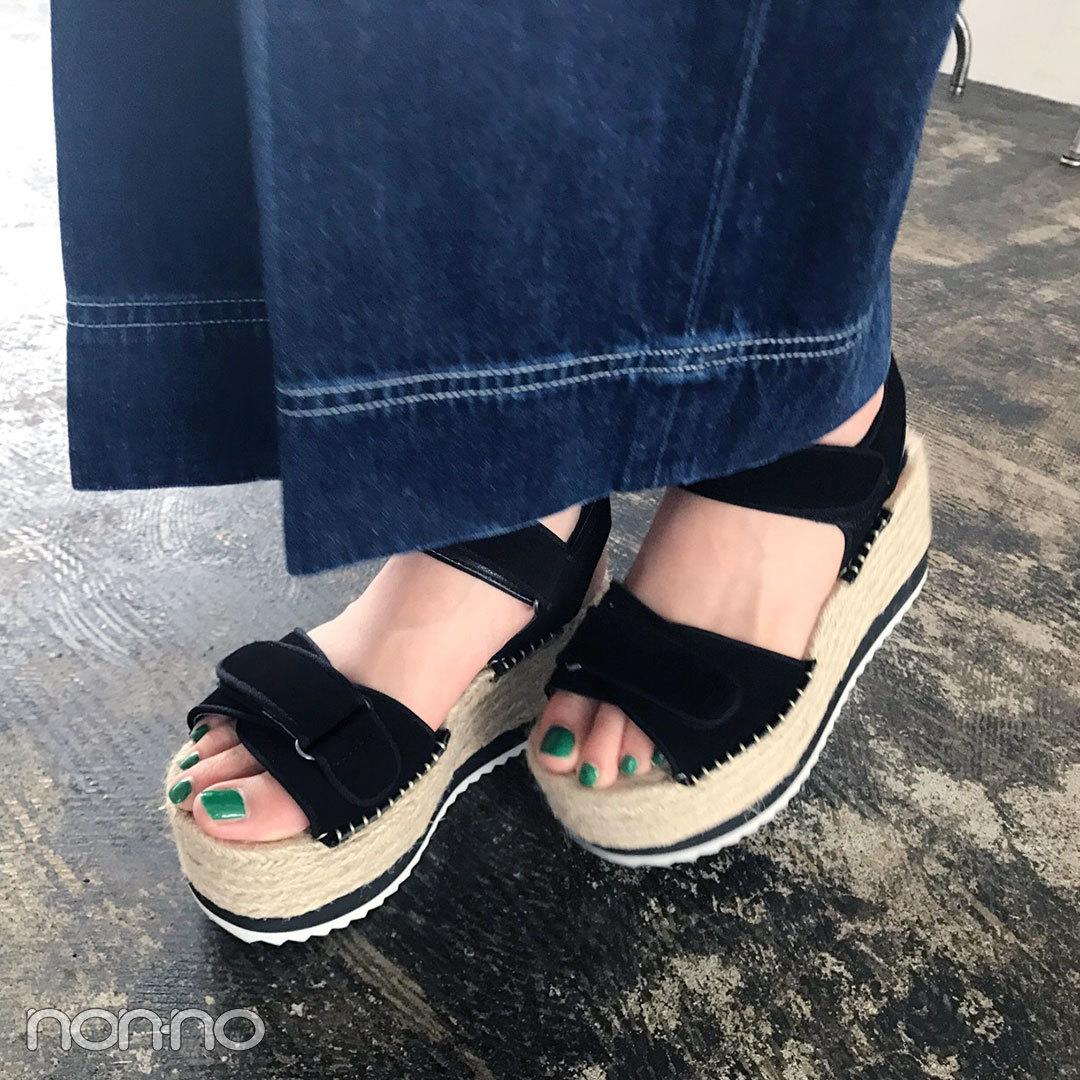 新木優子の最新私服♡ SLYのブラウスにジルのデニムサロペでMIXコーデ!【モデルの私服スナップ】_1_2-2