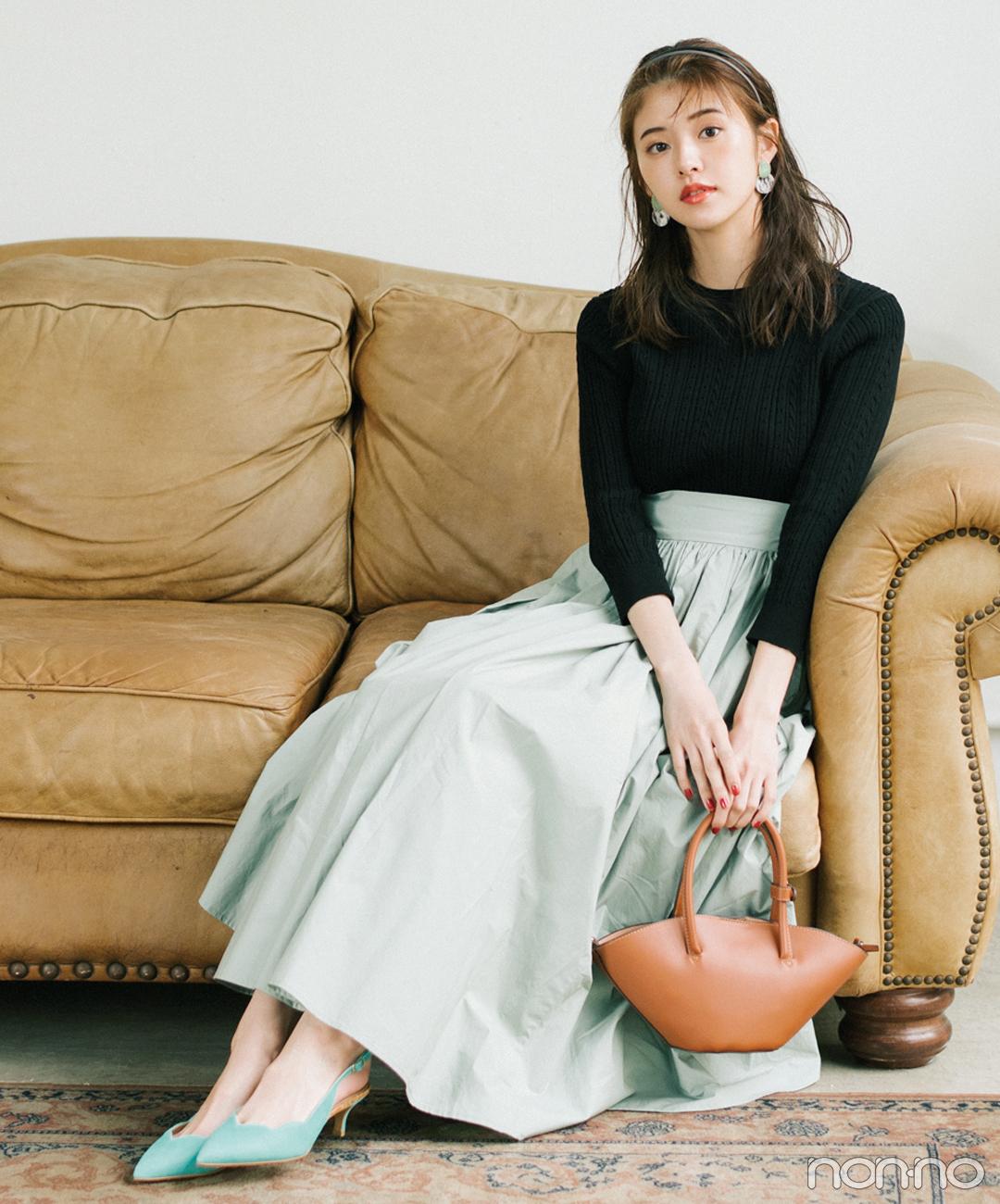 くすみグリーンのフレアスカートを上品&大人っぽく【毎日コーデ】