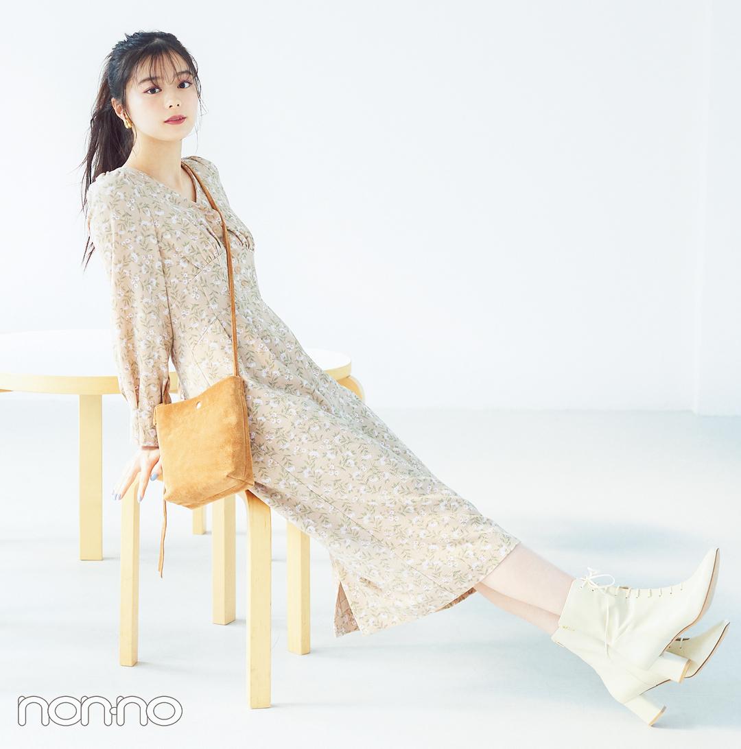 COCO DEALの新作ワンピースを着る紺野彩夏