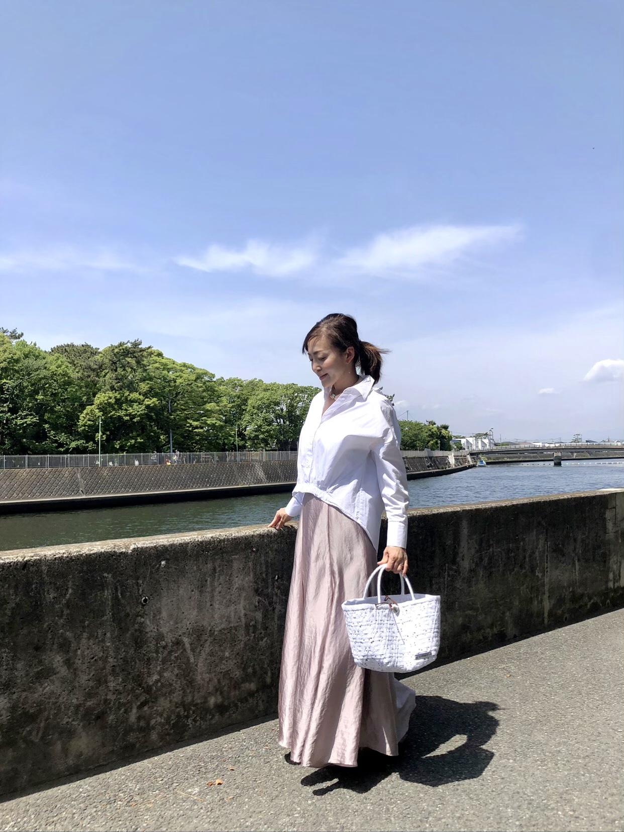 きれい色スカートと白シャツコーデ_1_1