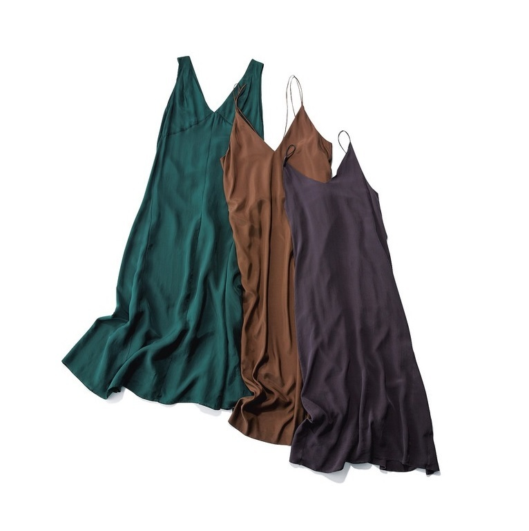 ファッション とろみ素材のレイヤードワンピース